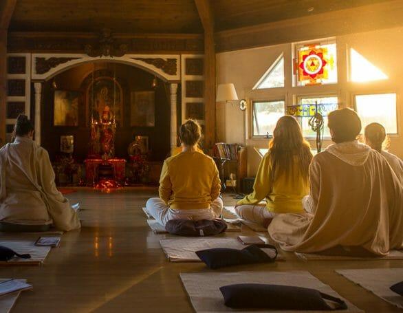 Read more about the article Mini Yoga Retreats USA