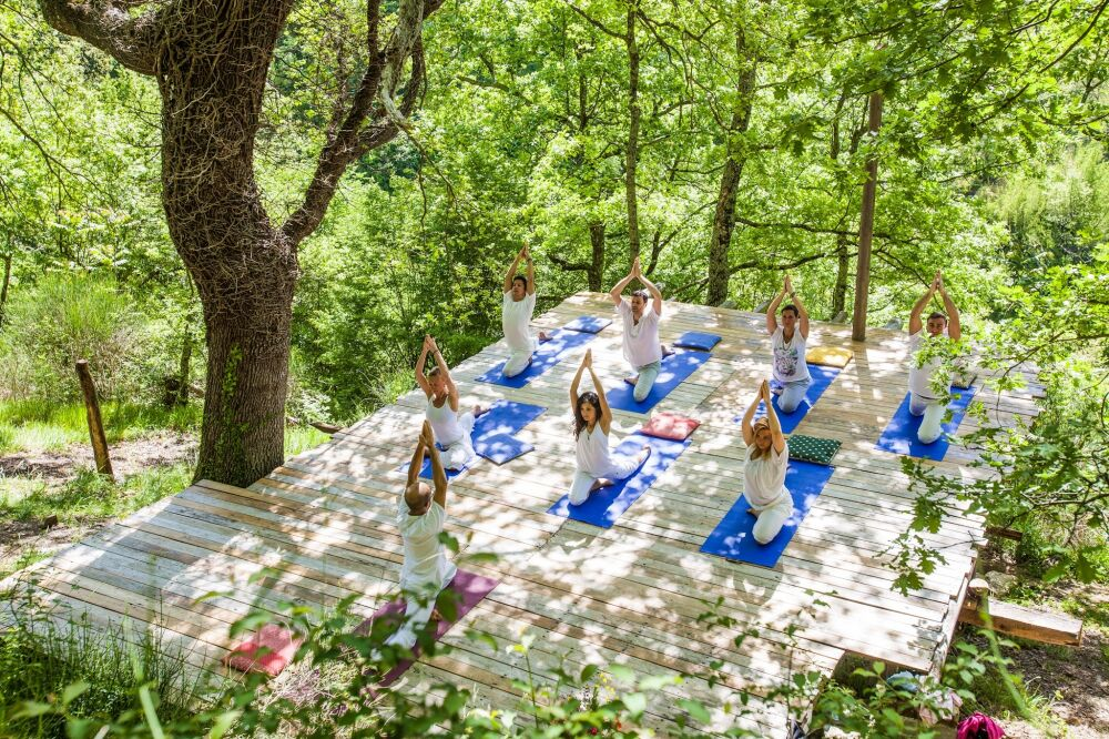 budget yoga retreat Italy