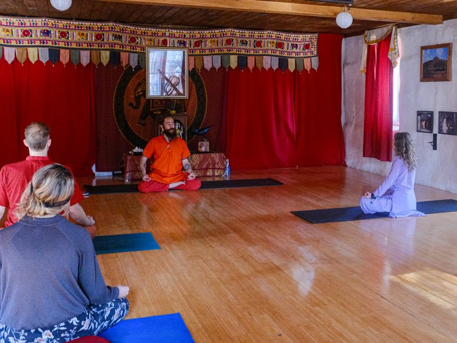 Yoga retreat in ashram maine